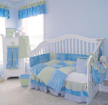 Спальня для девочки в голубых тонах