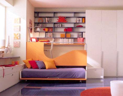 Рабочая зона над спальным место в детской комнате