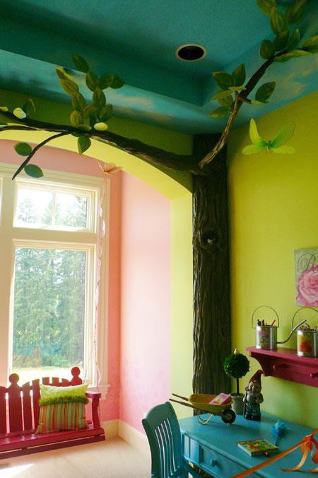 """Комната, декорированная """"деревом"""""""