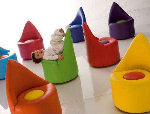 Яркие кресла для детской комнаты