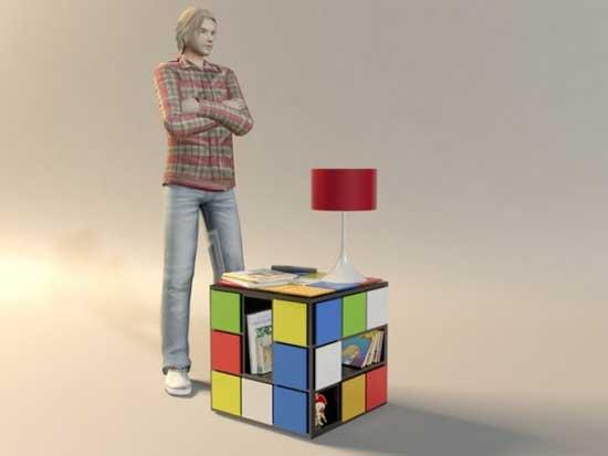 Габариты тумбочки Куб+ по сравнению с человеком