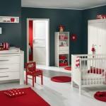 Дизайн для новорожденного с яркими красными акцентами