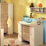 Деревянный экологичный комод в комнате малыша