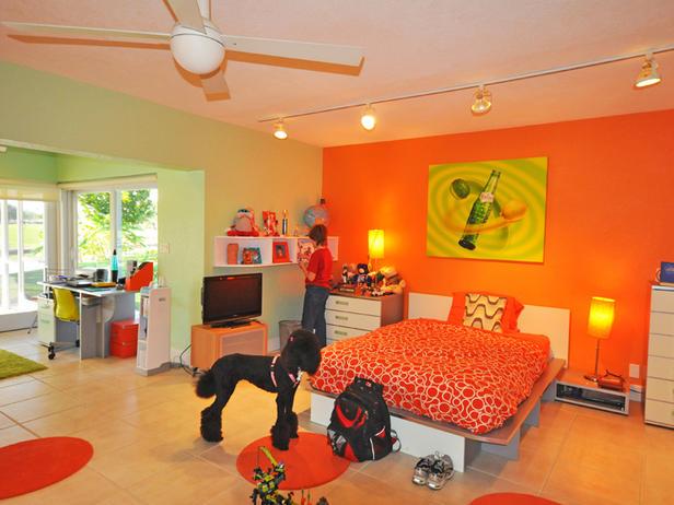 Ярко-оранжевый дизайн для комнаты мальчика-подростка