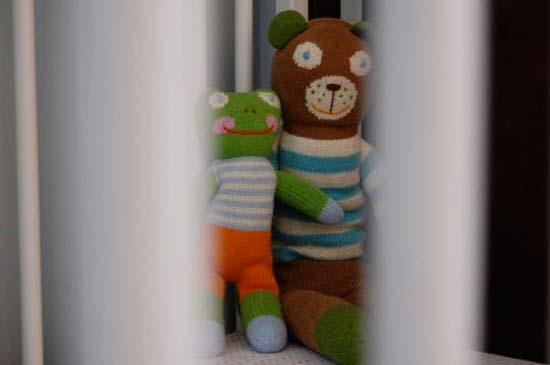 Веселые вязаные игрушки для малыша