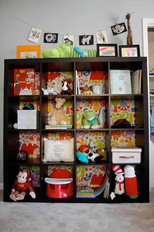 Стеллаж с книгами и игрушками