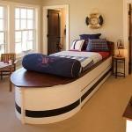 Кровать в форме катера для мальчика
