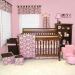 Оформление детской в розовых тонах для новорожденной девочки