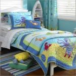 Покрывало и подушки с морскими мотивами