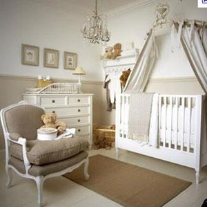Кресло для мамы в комнате новорожденного