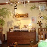 Комод и стена детской комнаты в стиле сафари