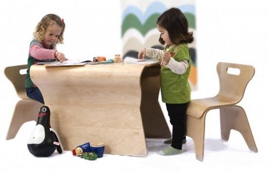 Игровой столик и стулья для детской комнаты