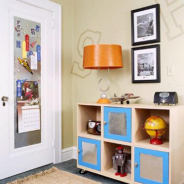 Удобный стеллаж и пример использования дверного пространства