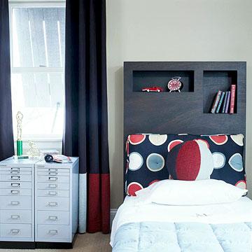 Интересный комод и использование изголовья кровати для полок