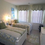 Оформление спальни для двух девочек в серо-голубых тонах