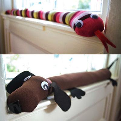 Забавные утеплители для окна в детской
