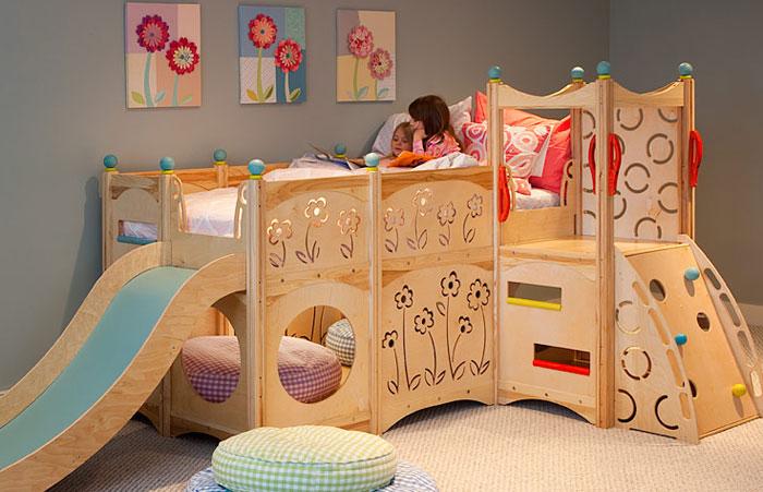 Кровать для девочек и игровое место
