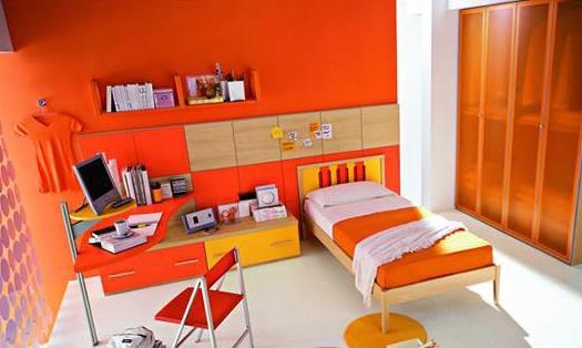 Насыщенные рыжие цвета в интерьере комнаты школьника