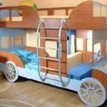 Двухъярусная кровать-автомобиль, выполненная на заказ