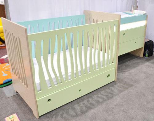 Кроватка для малыша от фирмы Numi Numi Design с ящиками