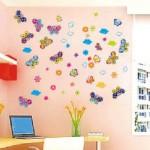 Множество разноцветных бабочек на стене над рабочим местом