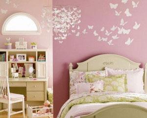 Нежная розовая комната для девочки с бабочками