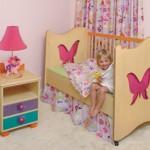 Кровать с бабочками