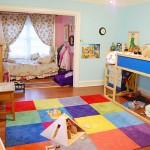 Яркая комната для мальчика и девочки с нишей для кровати