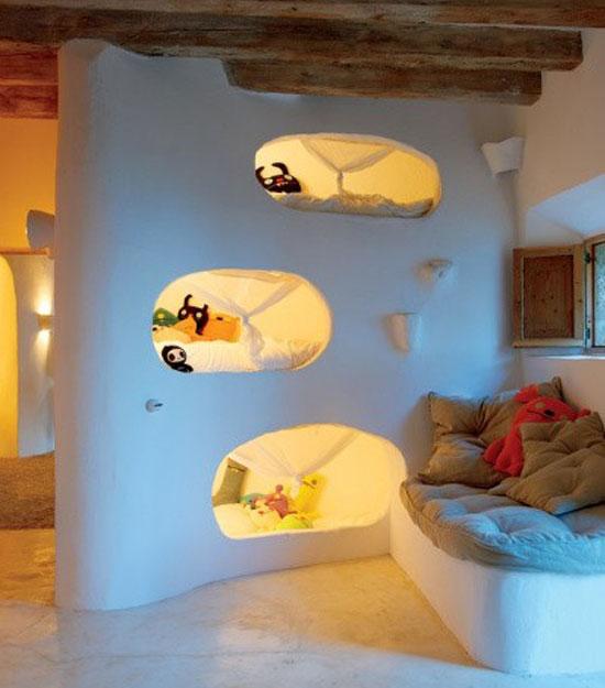 Кровать для комнаты с высокими потолками