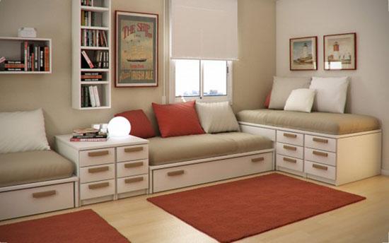 Кровати вдоль стены
