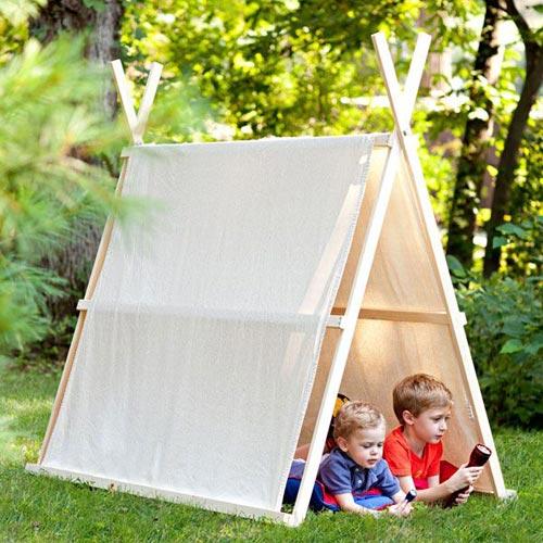 Детская палатка во дворе