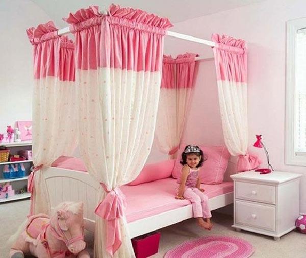 Кровать с балдахином для маленькой принцессы