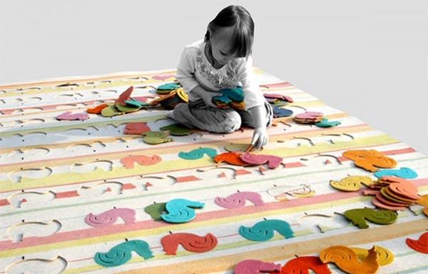 Ковер-головоломка с петушками для комнаты девочки