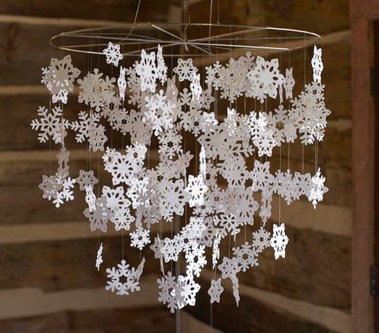 Мобиль из фигурных снежинок