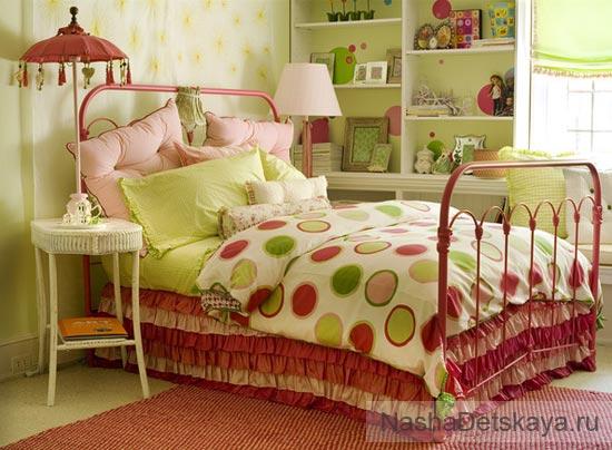 Комната с огромной кроватью