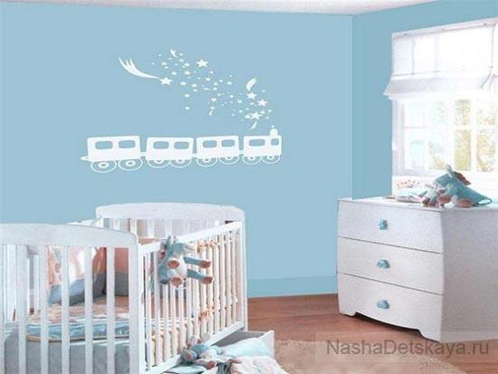 Голубые стены, белая мебель
