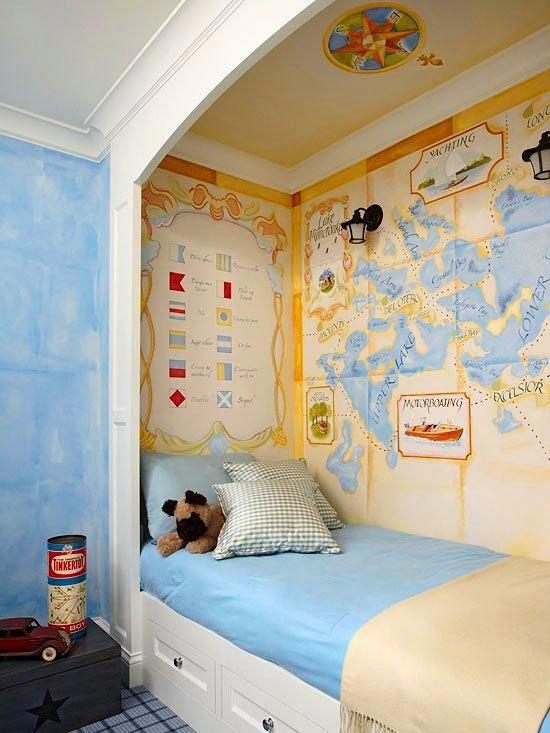 Карты в нише кровати