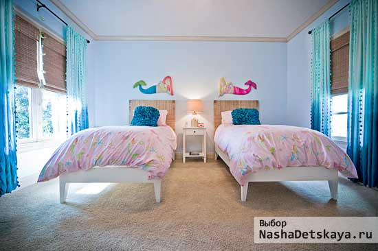 Белая комната с русалками